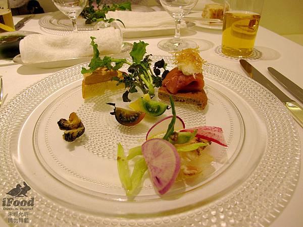 03_季節前菜拼盤_真鯛 燻鮭魚 油封鵝肝 螺貝-1.JPG