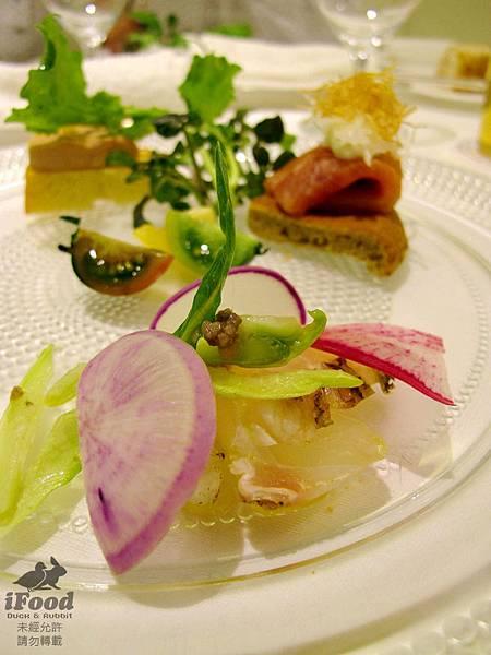 03_季節前菜拼盤_真鯛 燻鮭魚 油封鵝肝 螺貝-2.JPG