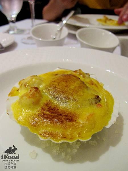 05_溫熱小盤_燒深海扇貝與虎蝦佐荷蘭醬-2.JPG