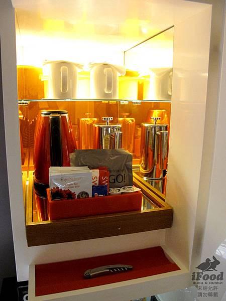 01_Room 2009-10.JPG