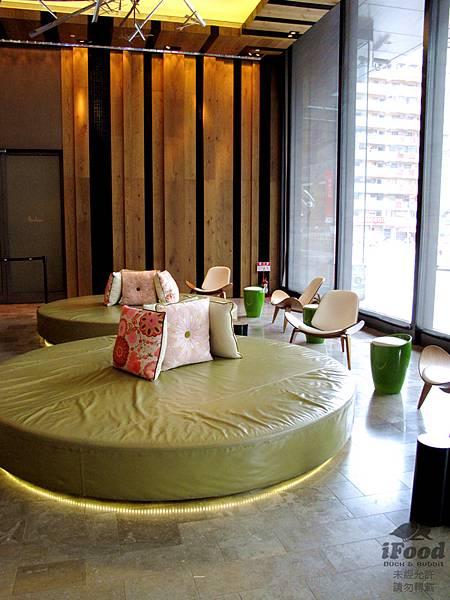 00_W Hotel Lobby-3.JPG
