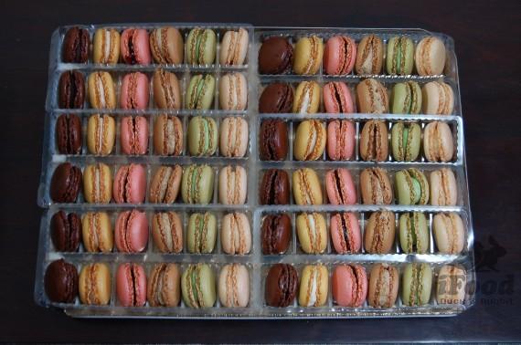 00_團購Macaron 6種口味 拍完趕快拿去冷凍喔~沒錯 就是要這麼多顆才爽啦.jpg