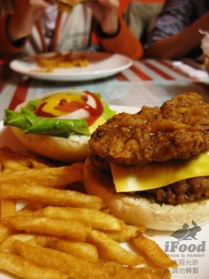 雙層脆皮雞腿排漢堡 也很猛.jpg