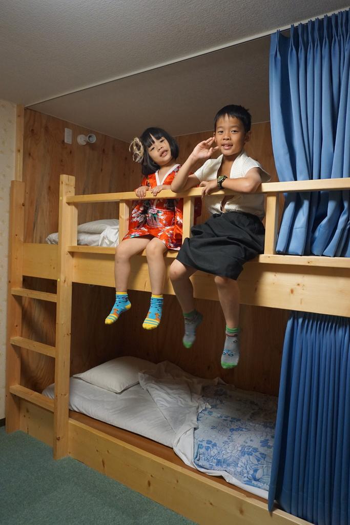 上下鋪閣樓跟日式床鋪都讓孩子們好興奮耶.JPG