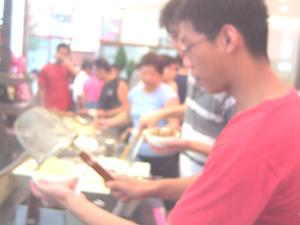 正在討論怎麼煮麵的天華vs宏光.JPG