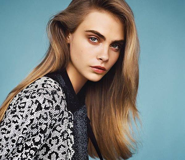 Cara Delevingne by Alasdair McLellan for British Vogue January 2014_03