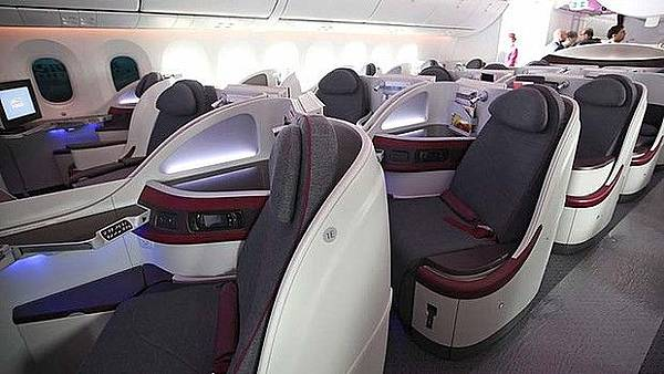art-Qatar-Airways-Business-Class-620x349