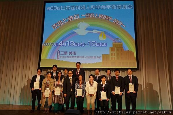 賴宗炫醫師與得獎者合照.jpg