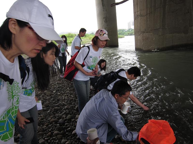 秀朗橋下水質檢測3.jpg