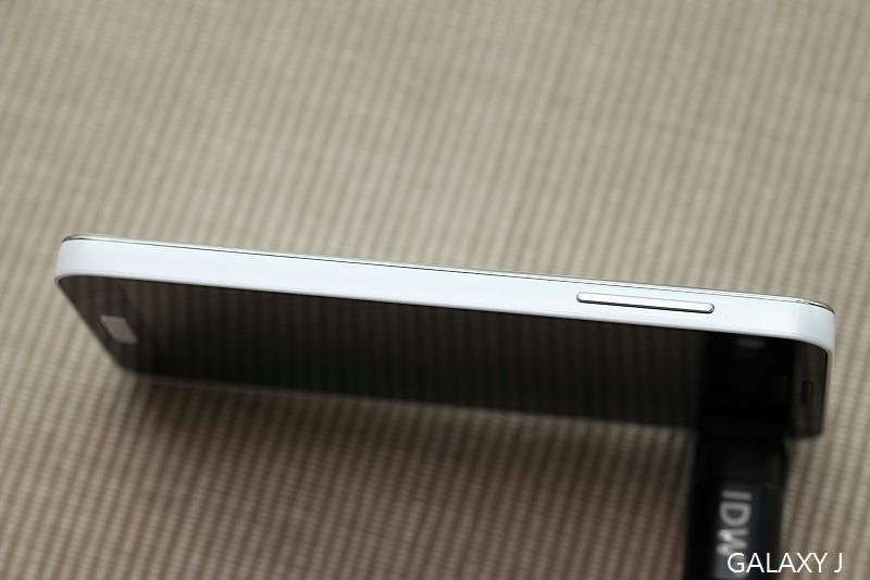 Samsung_Galaxy_J_028.jpg