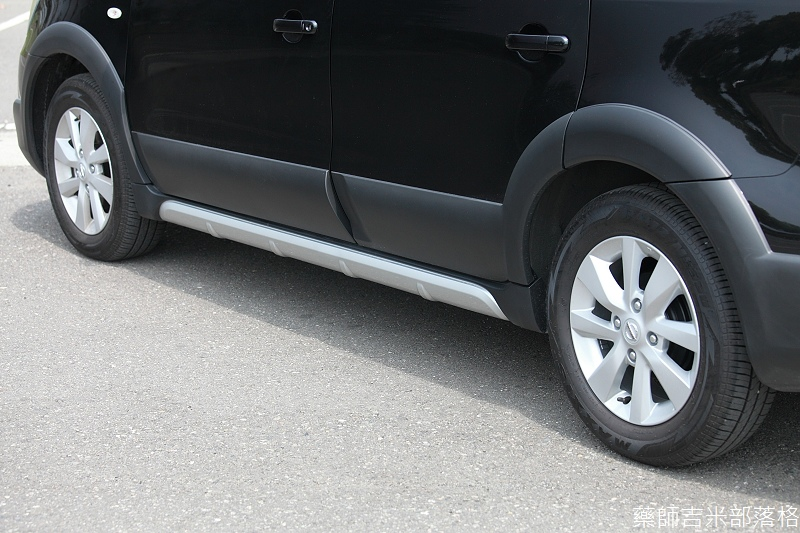 Nissan_LIVINA_036.jpg
