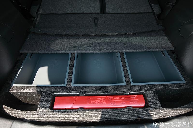 Nissan_LIVINA_057.jpg