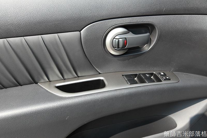 Nissan_LIVINA_071.jpg