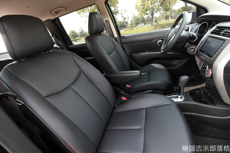 Nissan_LIVINA_075.jpg