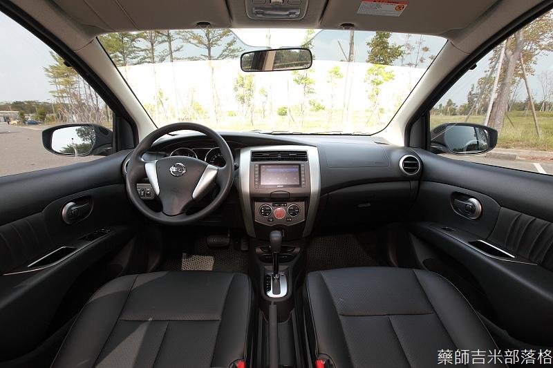 Nissan_LIVINA_078.jpg