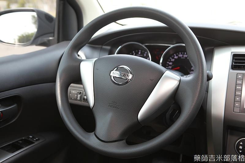 Nissan_LIVINA_081.jpg
