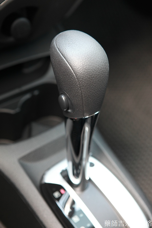 Nissan_LIVINA_095.jpg
