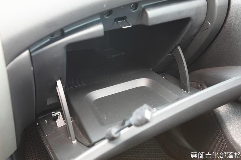 Nissan_LIVINA_104.jpg