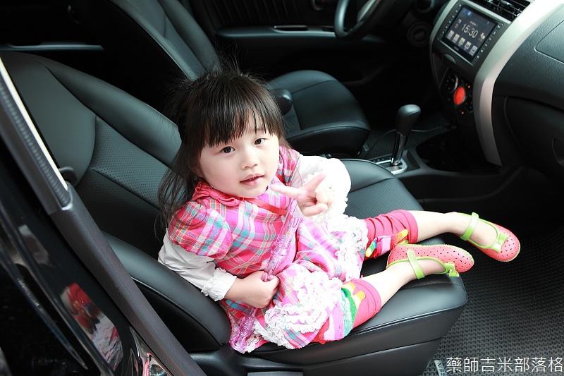 Nissan_LIVINA_140.jpg