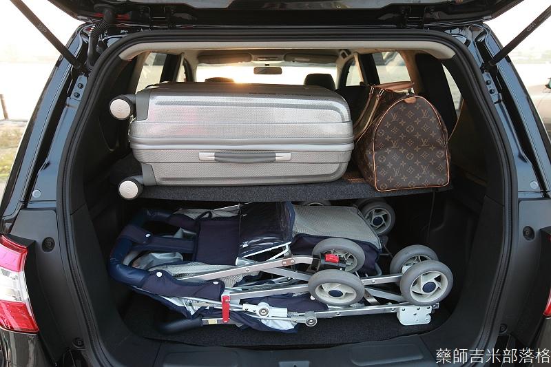 Nissan_LIVINA_196.jpg