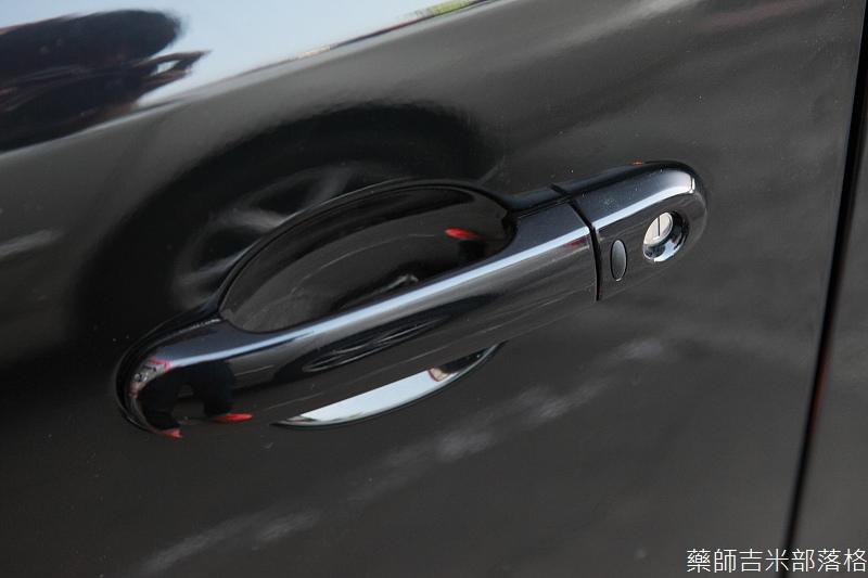 Nissan_LIVINA_210.jpg