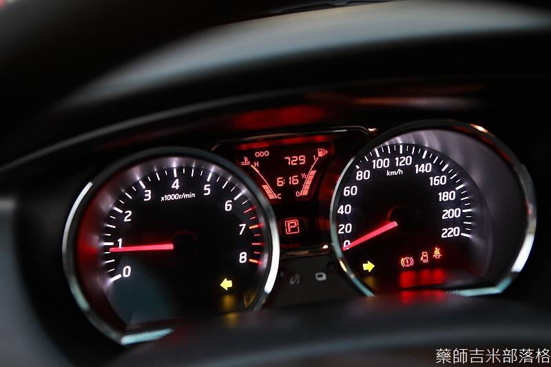 Nissan_LIVINA_213.jpg