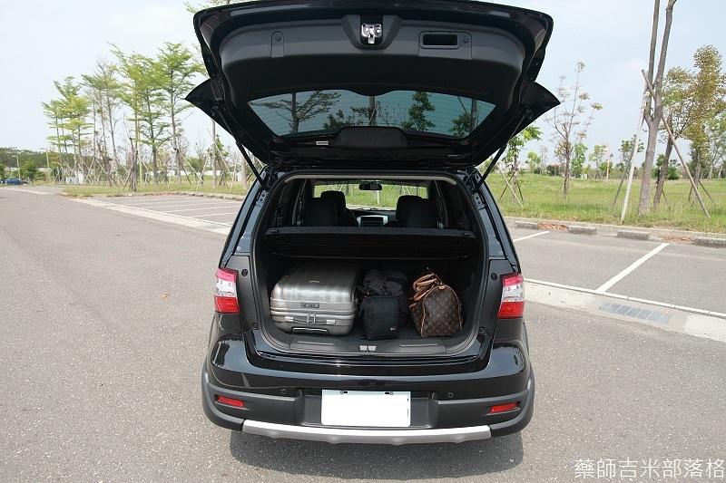 Nissan_LIVINA_043.jpg