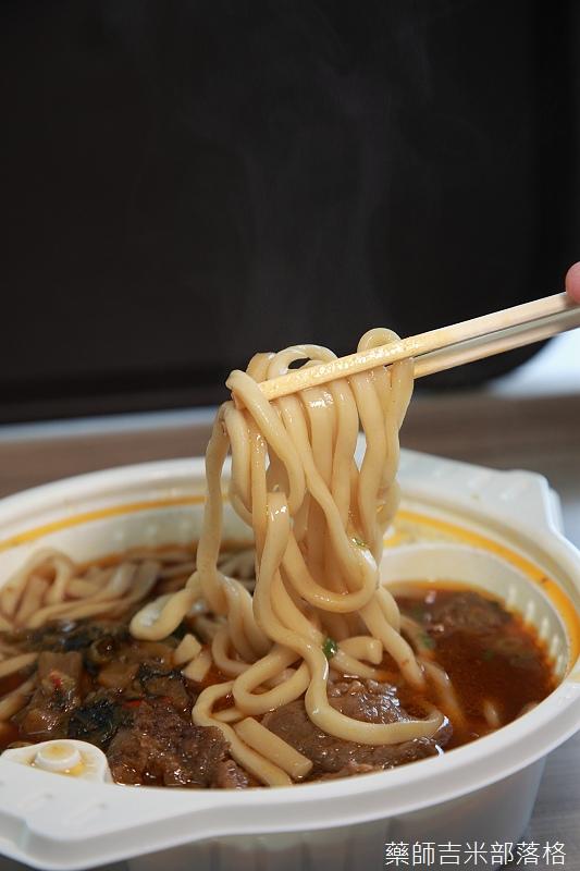 7-11_Beef_noodle_090.jpg