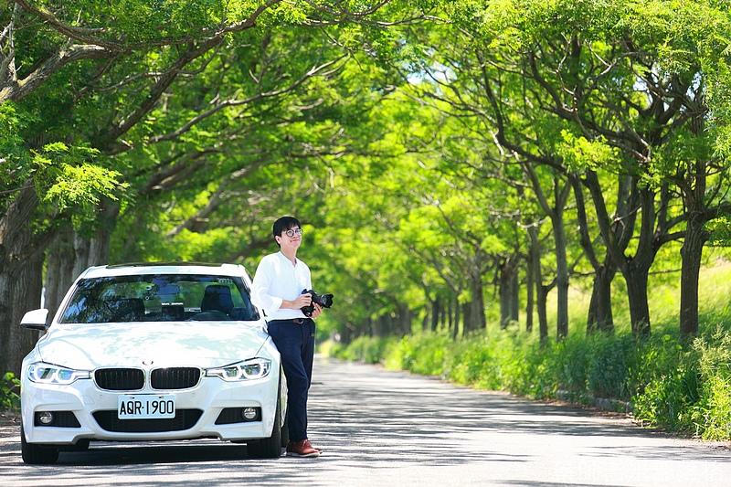 BMW_330i_076.jpg