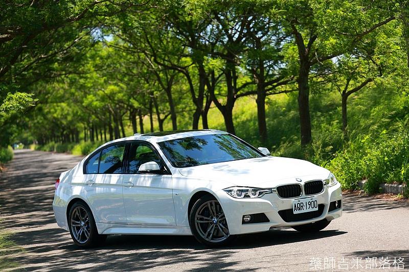 BMW_330i_113.jpg
