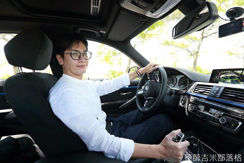 BMW_330i_194.jpg