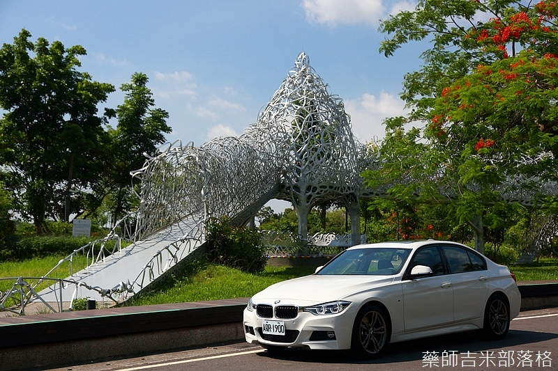 BMW_330i_285.jpg