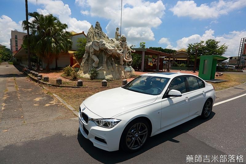 BMW_330i_474.jpg