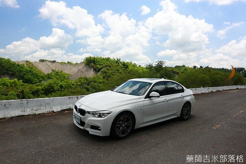 BMW_330i_596.jpg