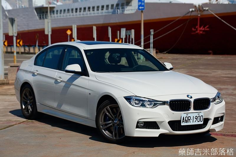 BMW_330i_739.jpg