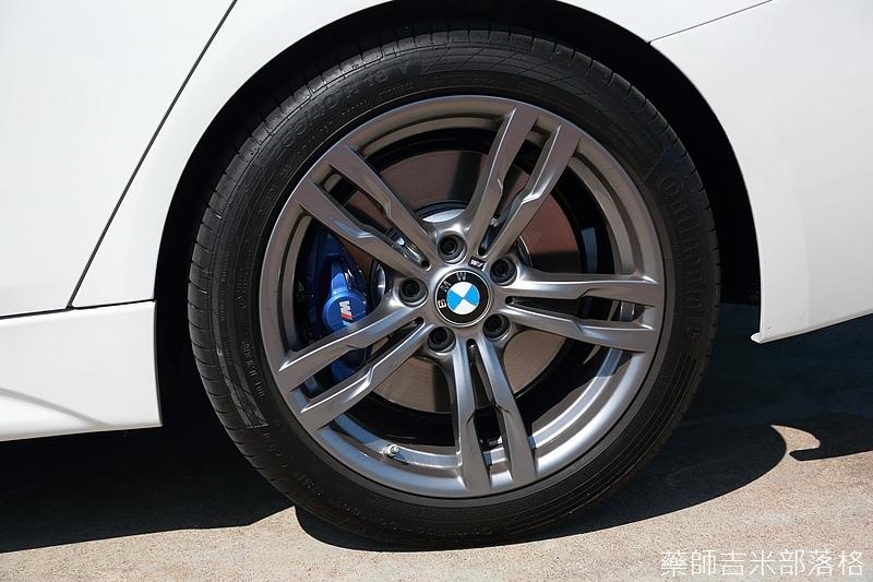 BMW_330i_766.jpg