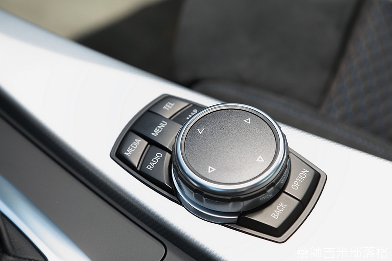 BMW_330i_815.jpg