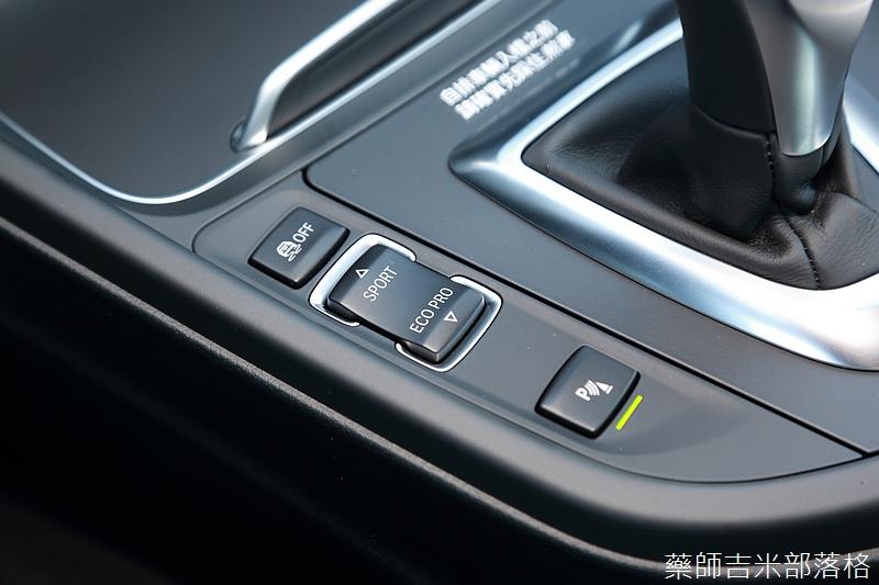 BMW_330i_817.jpg