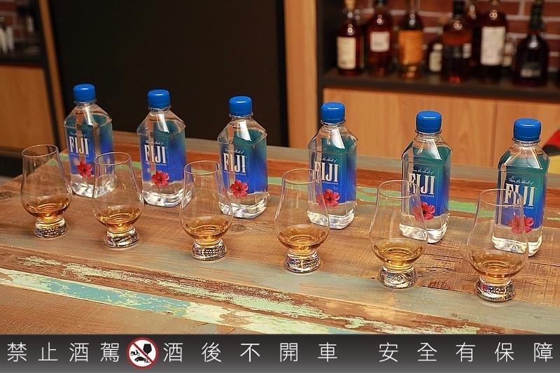 FIJI_Water_096.jpg