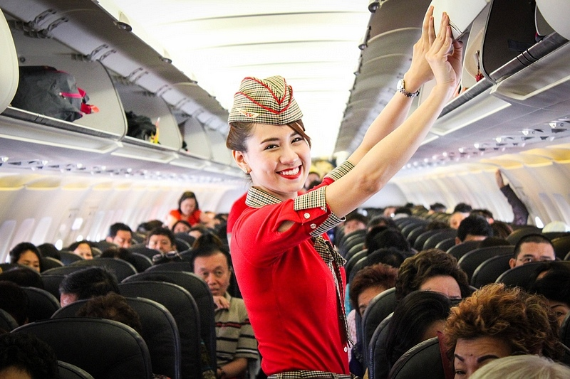 Vietjet's cabin crew on duty.jpg