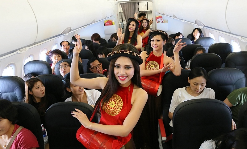 Vietjet's cultural activity in Inaugural flight _ 3.jpg