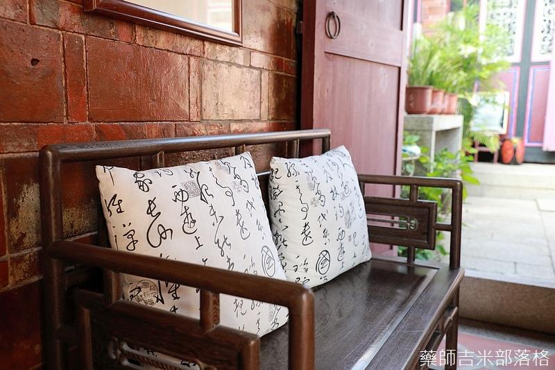 這個椅子放在第一落的大廳兩側,陽光灑進來,吹著微風頓時都不想出去了