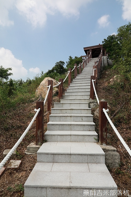 民宿旁邊有一條路往上走有一個登山步道及涼亭,景觀很美,可眺望整個珠山聚落。
