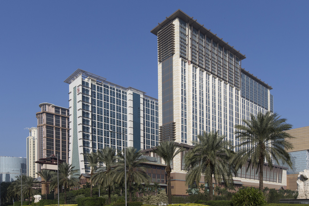 she3120ex-209000-Sheraton Towers - Exterior View Horizontal-Med