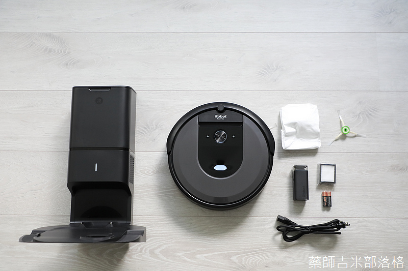iRobot_Roomba_i7+_023.jpg