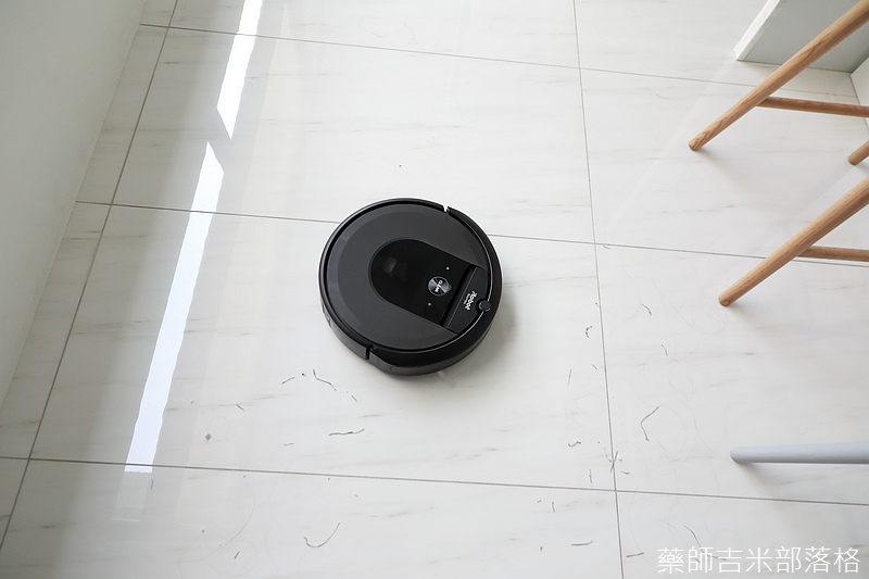 iRobot_Roomba_i7+_339.jpg