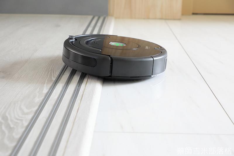 iRobot_Roomba670_206.jpg