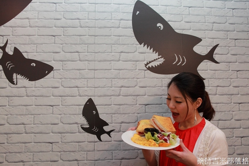 Shark_Bites_Toast_090