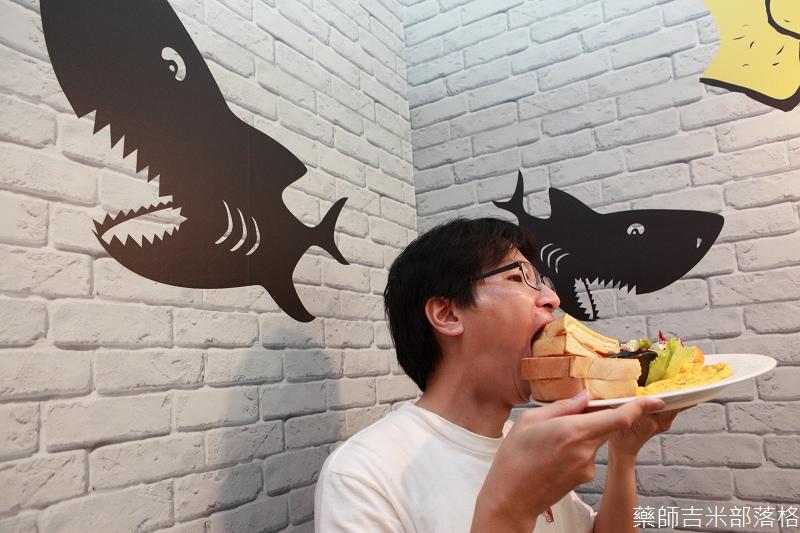 Shark_Bites_Toast_093