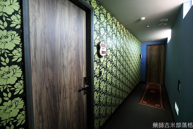 smokeyjoes_hotel_room_302_116